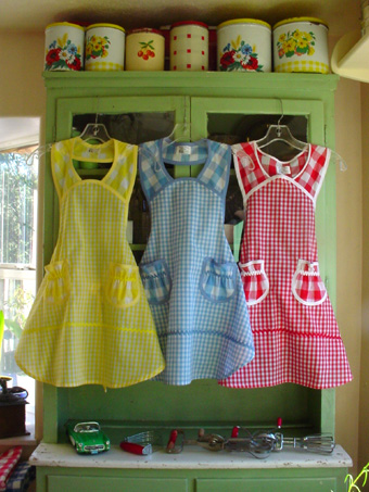 3 colors of 1940 child apron