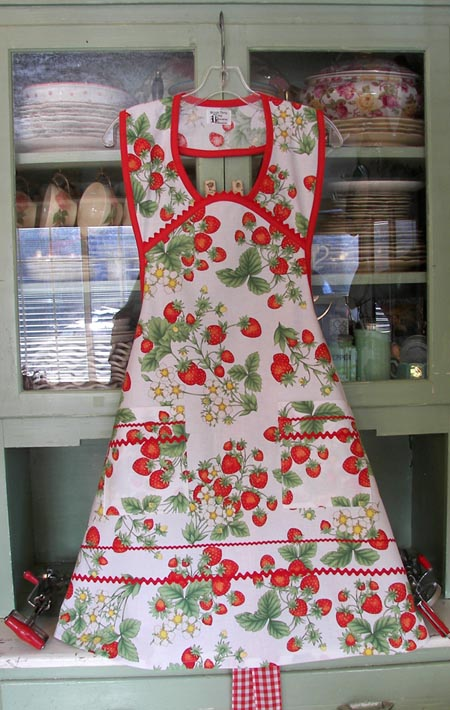 1940 Strawberry Apron