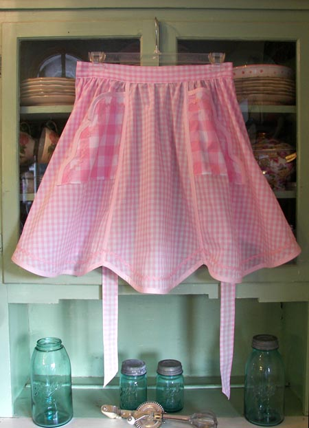 1944 Half apron in pink gingham, click for larger view