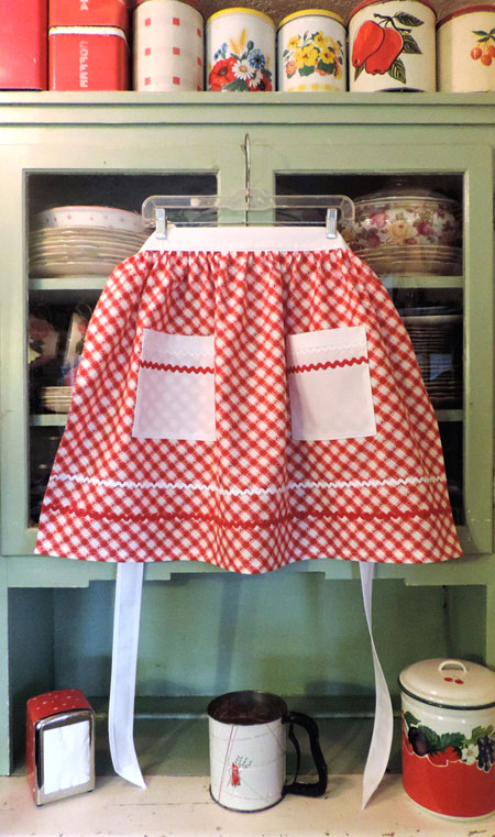Retro Half Apron in Old Fashioned Red and White Kitchen Apron