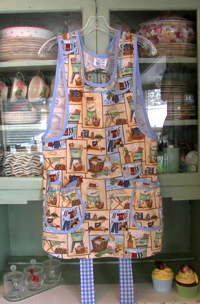 Fashioned Clothes Washer on Grandma Old Fashioned Blue 40 S Apron