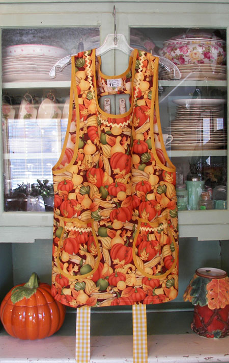 Grandma apron in Harvest Gold