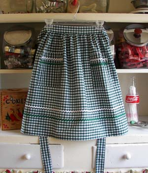 Green gingham half apron #350