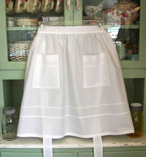 Retro White Half Apron